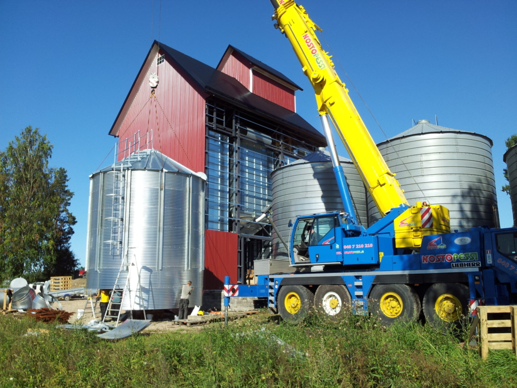 2013-08-15 Assembly of smaller silos.