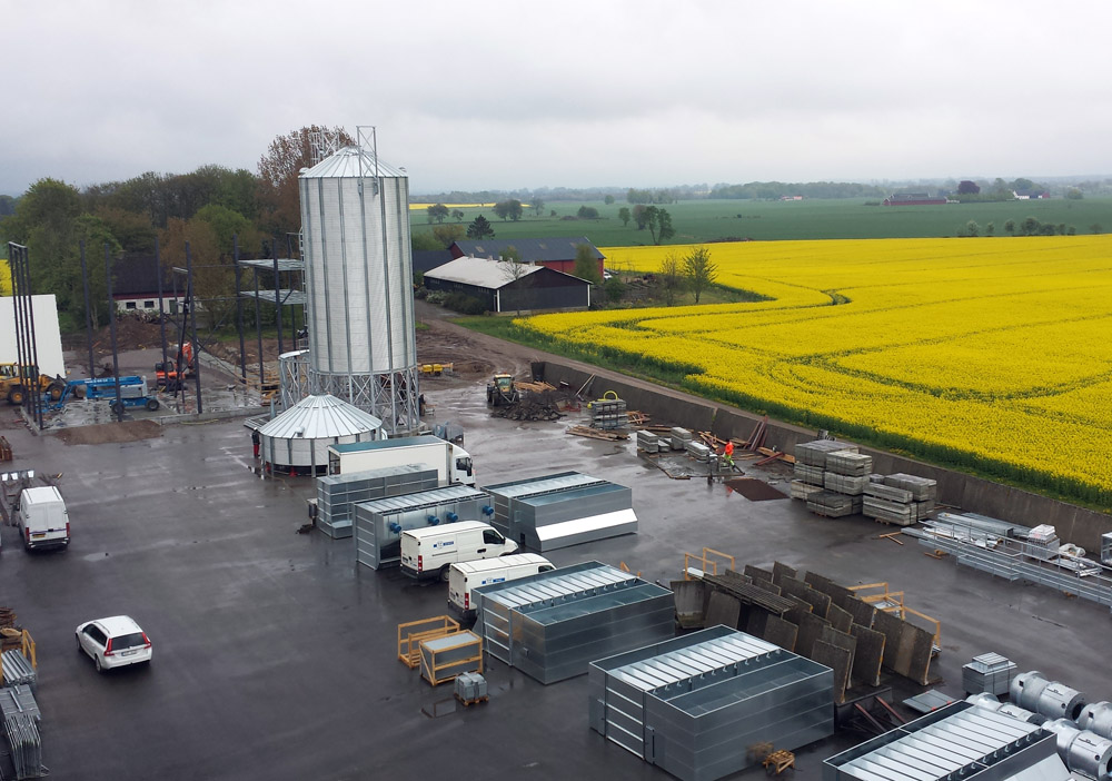 2014-05-12 The cylinder to the second hopper silo is ongoing.