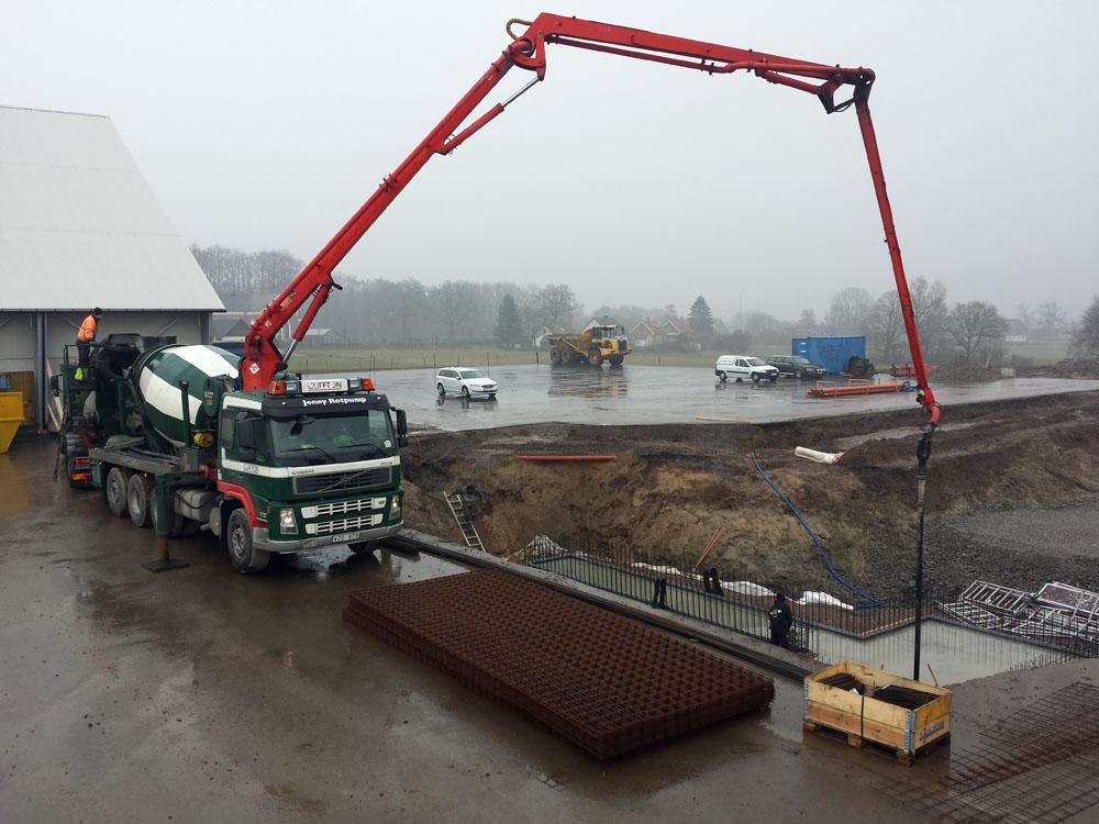 2014-02-28 Concrete work in progress.