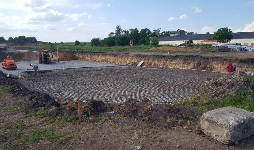 2016-05-30 Forming foundation framework under flat bottom silos R1 and R2.