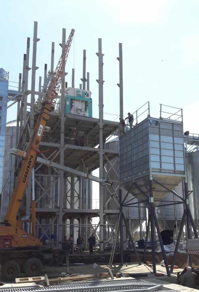 2017-04-25 Installation of bulk loading bins.