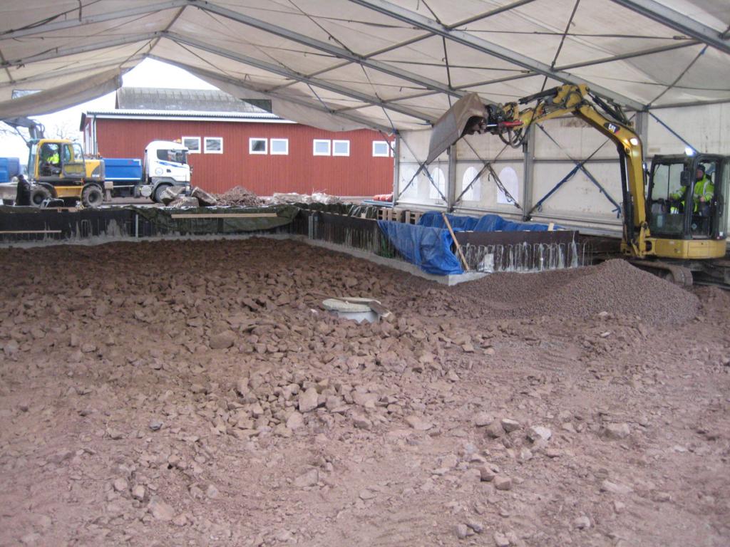 2016-03-08 Kulvert gjuten och markarbete för betongplatta pågår.