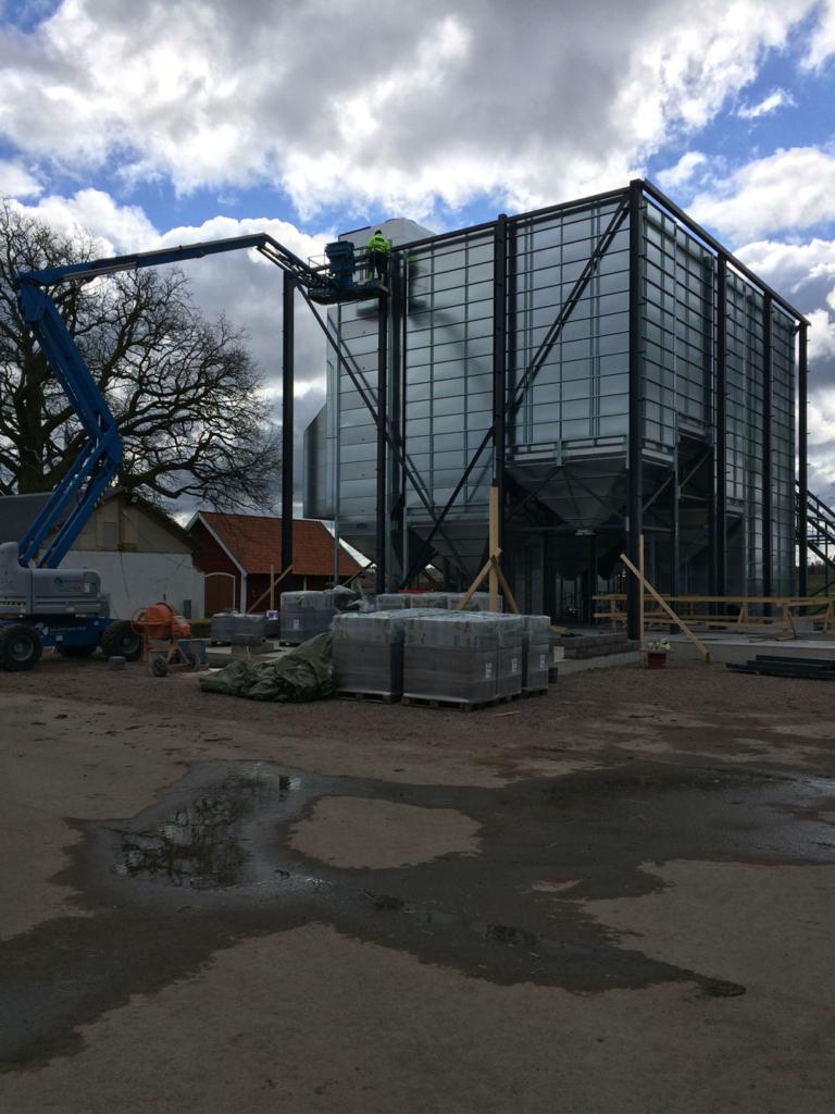 2016-04-11 Montage av torkhusets stomme.