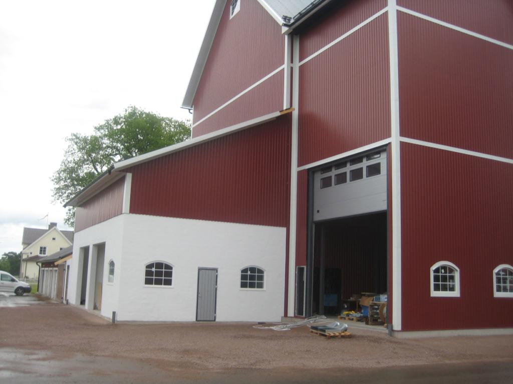 2016-06-21 Utbyggnaden med plats för pannrum, dammcontainer och kontrollrum är putsat.