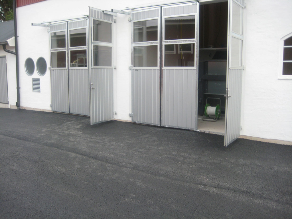 2016-07-13 Damm- och pannrummets portar med gångdörrar.