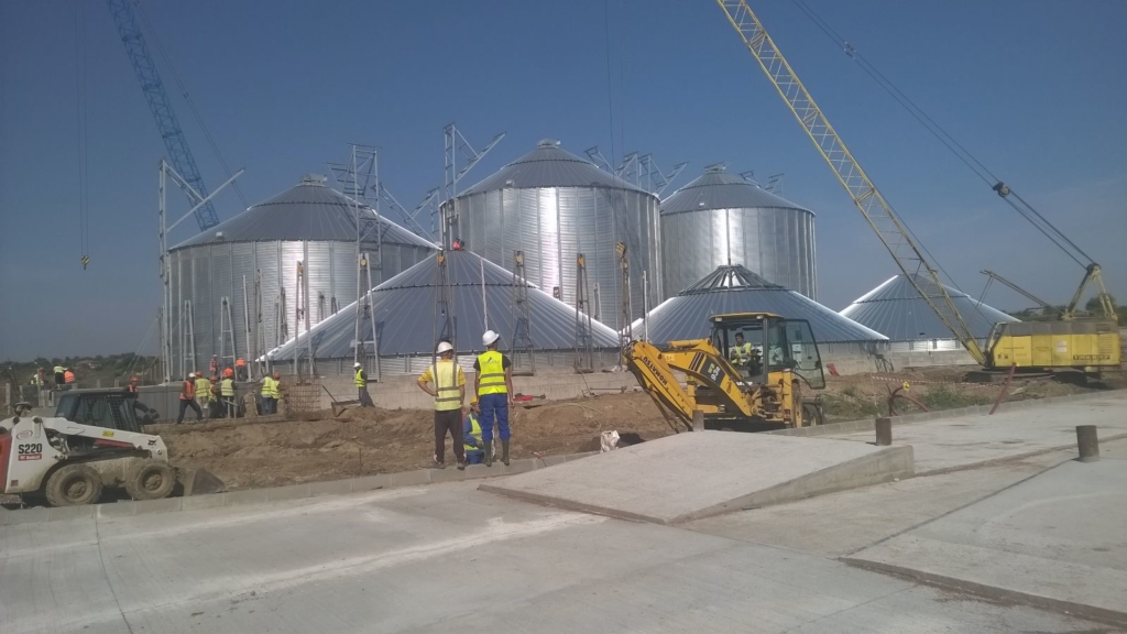 2015-09-16 Assembly of the silo continues. Two of the silos have been erected.
