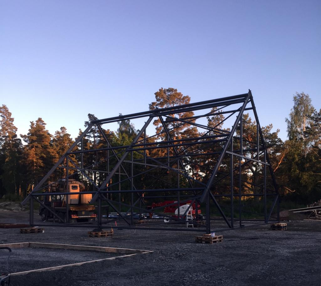 2017-05-30 Takstolarna är färdigmonterade på marken.