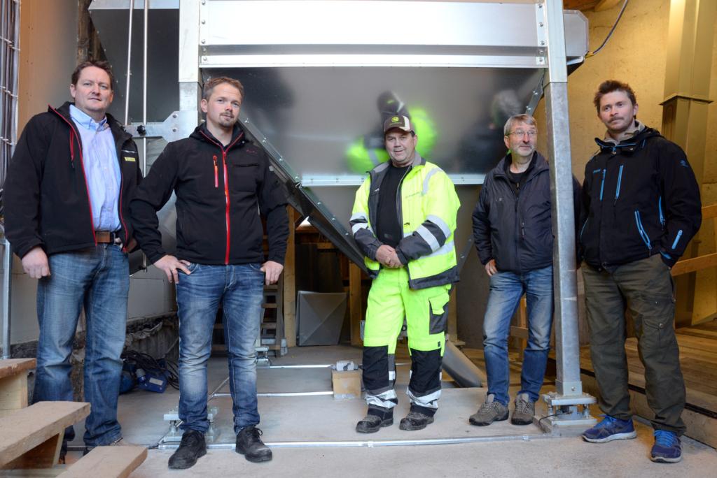 2014-10-24 Nöjd kund tillsammans med Felleskjöpets säljare.